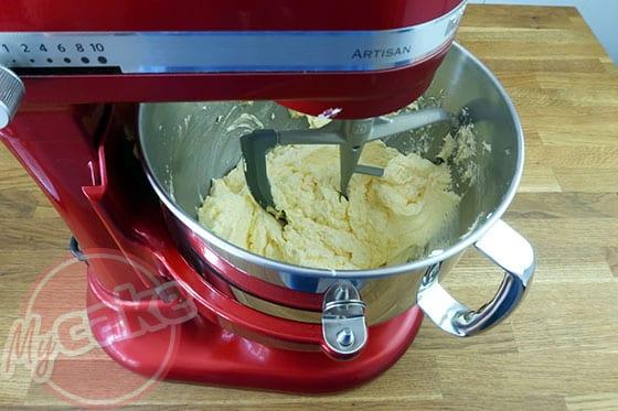 Victoria Sponge Cake - Remplacer le fouet par la feuille