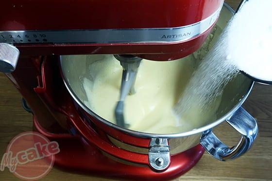 Chiffon Cake - Ajouter le sucre