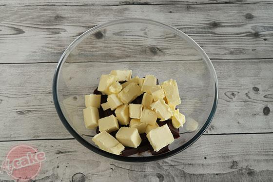 Fondant au Chocolat - Mettre le beurre et le chocolat ensemble