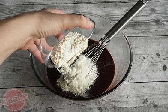 Fondant au Chocolat - Ajouter la farine