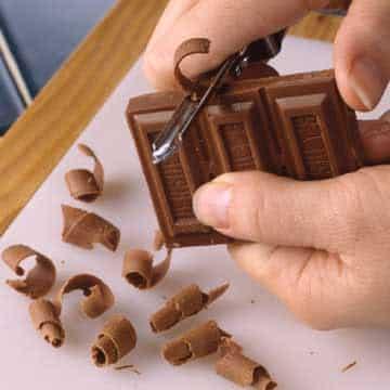 Faire des copeaux de vos restes de chocolat