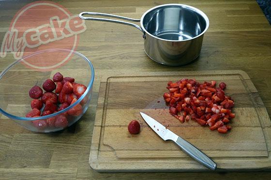 Le Curd Fraise - Couper les fraises