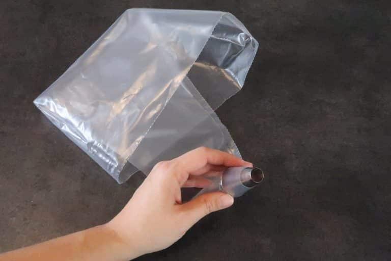 Utiliser une poche à douille munie d'une douille unie