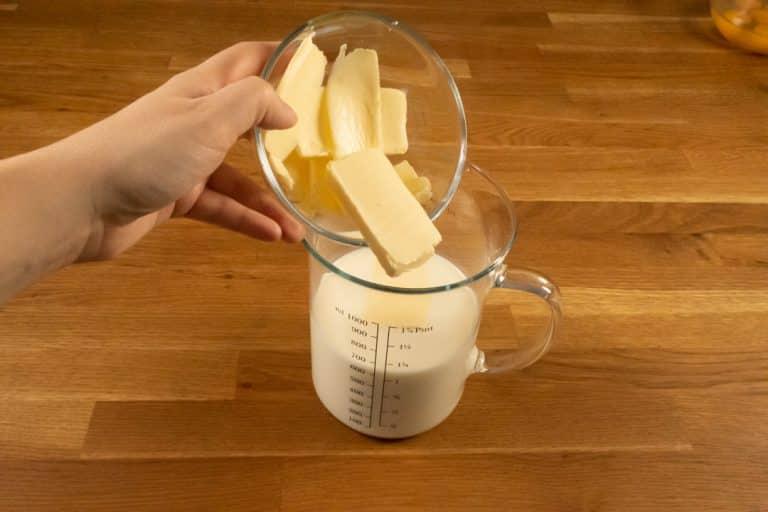 Pâte à crêpes - Ajouter le beurre dans le lait