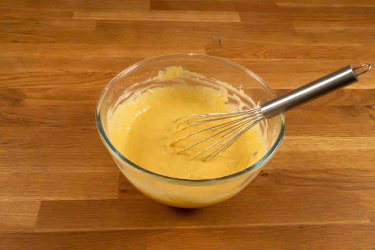 Pâte à crêpes - jusqu'à ce que la farine soit entièrement intégrée