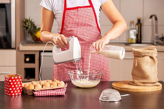 Pâte à crêpes dans la cuisine