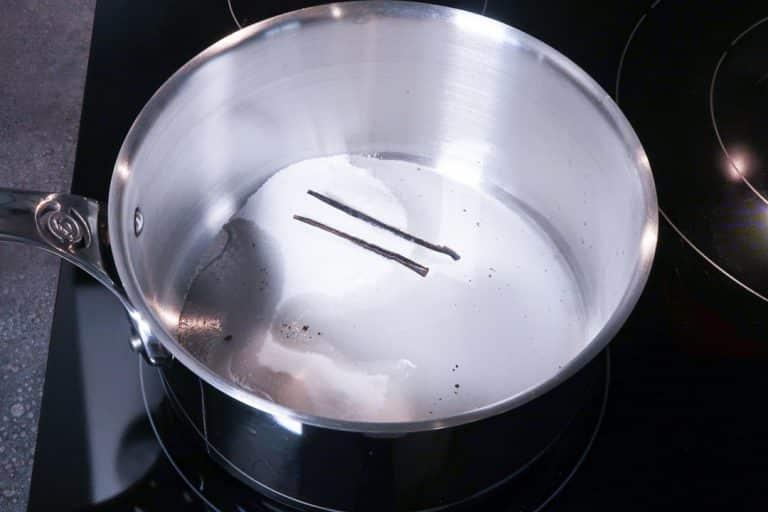 Praliné maison - Ajouter la demi gousse de vanille et les graines qu'elle contient
