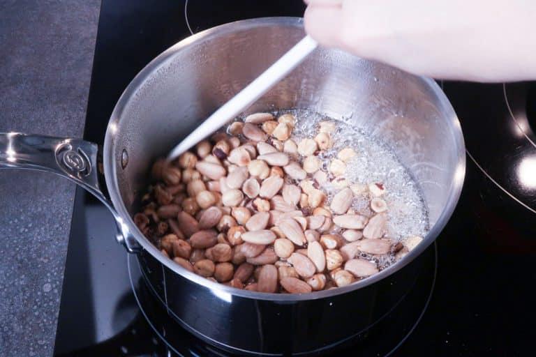 Praliné maison - Ajouter les fruits secs