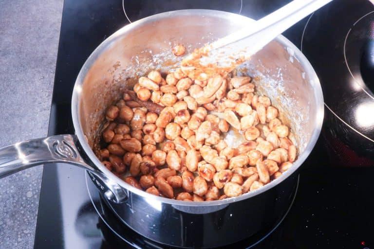 Praliné maison - Chauffer jusqu'à obtenir un joli caramel autour des fruits secs