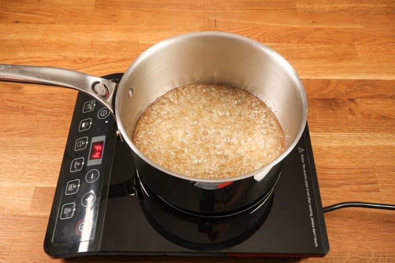 Caramel au beurre salé - Le sirop de sucre se forme