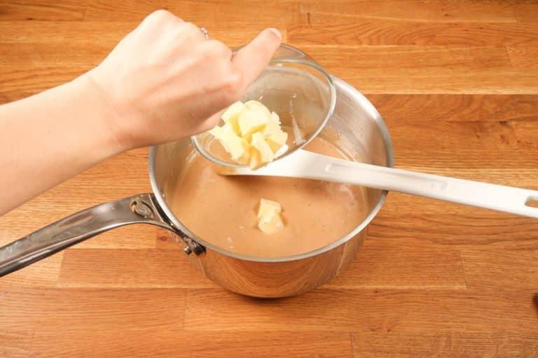 Caramel au beurre salé - ... ajouter le beurre en morceaux