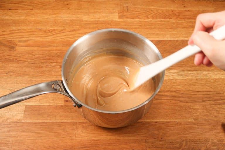 Caramel au beurre salé - Bien émulsionner pour un mélange homogène