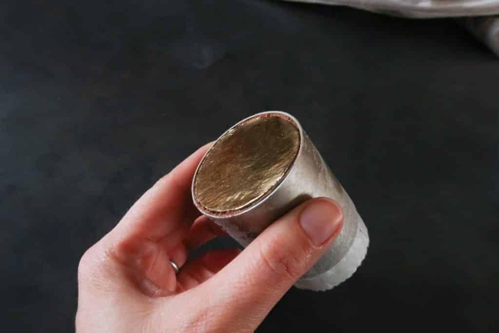 Coeur coulant chocolat - Mettre la semelle en carton sous le gâteau congelé