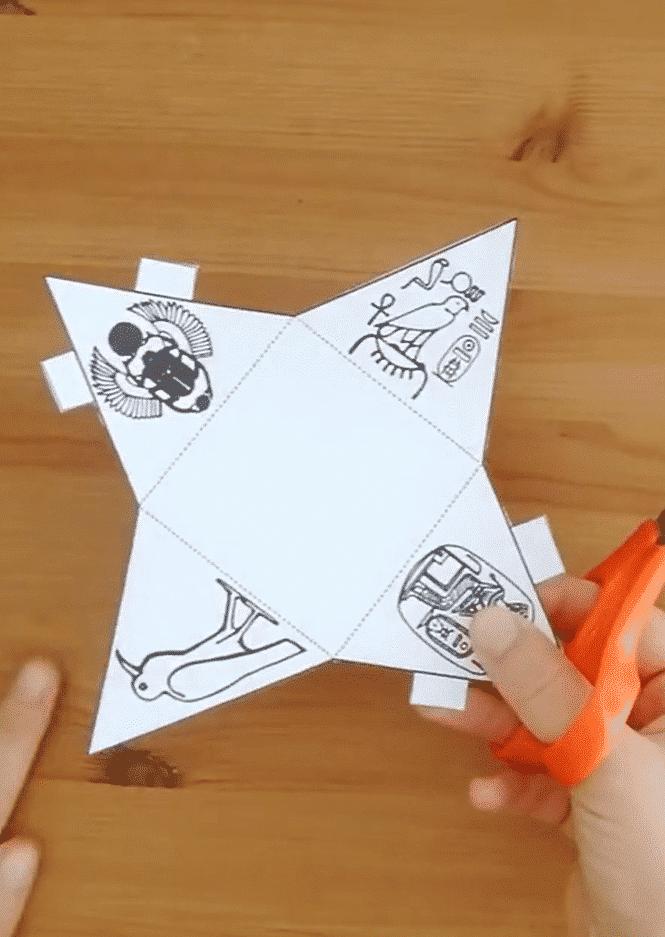 Les pyramides en papier, avec Iza et Ben. 2