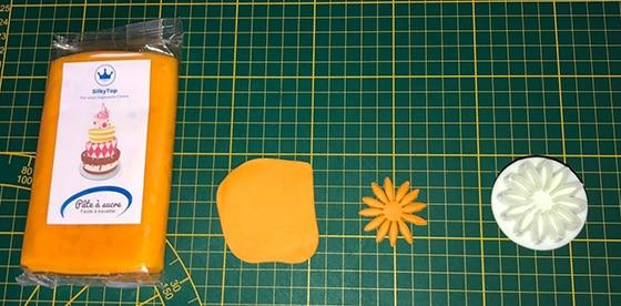 Modeler un chaudron - pâte à sucre orange
