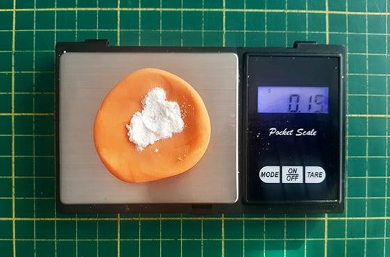 Modeler une citrouille - ajout de cmc à la pate à sucre