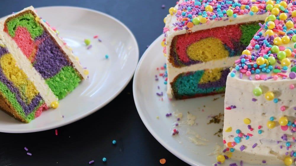 Rainbow Cake, le gâteau arc en ciel remplie d'une multitude de couleurs ! 11