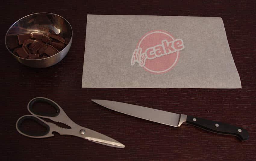 Comment réaliser facilement un cornet de pâtisserie en papier sulfurisé pour décorer et écrire 2