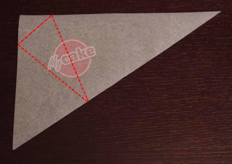 Comment réaliser facilement un cornet de pâtisserie en papier sulfurisé pour décorer et écrire 5