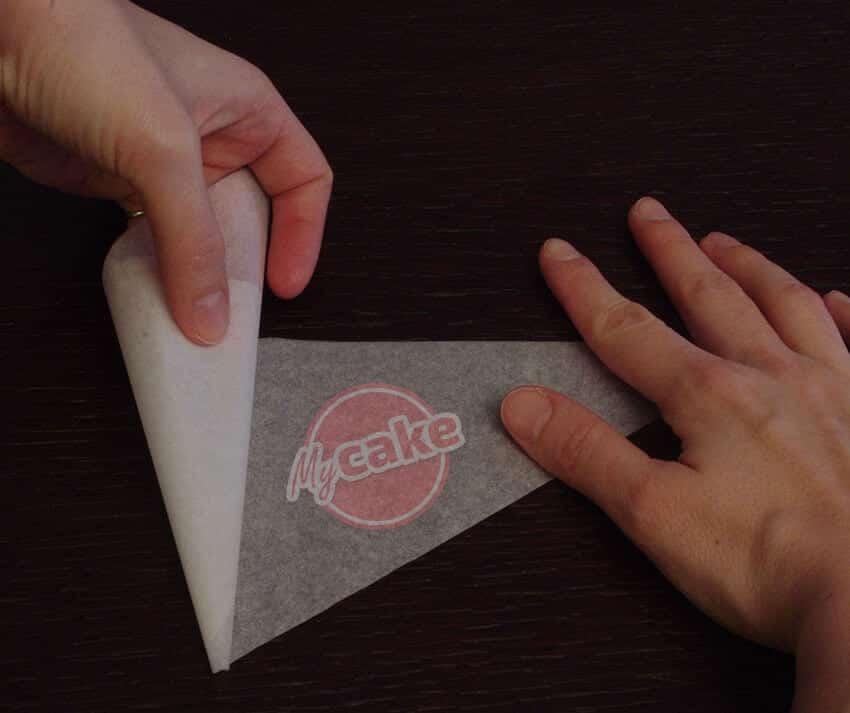 Comment réaliser facilement un cornet de pâtisserie en papier sulfurisé pour décorer et écrire 7