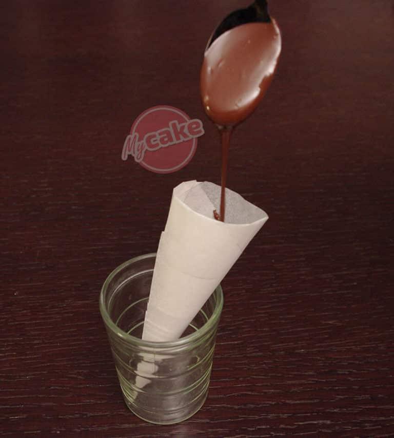 Comment réaliser facilement un cornet de pâtisserie en papier sulfurisé pour décorer et écrire 13